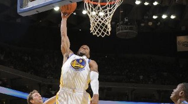 Andre Iguodala's putback dunk takes us back to his 76ers days