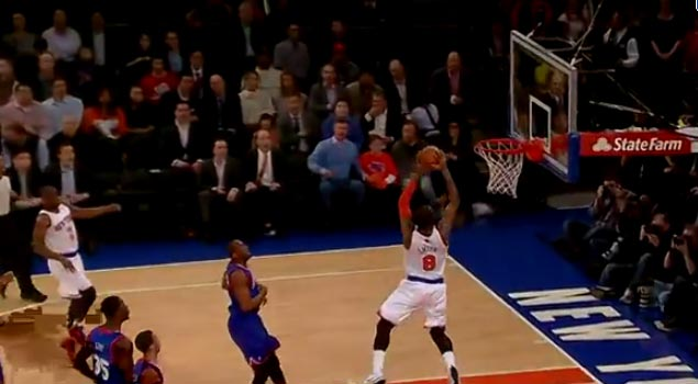 JR Smith 2 hand alley-oop vs the 76ers