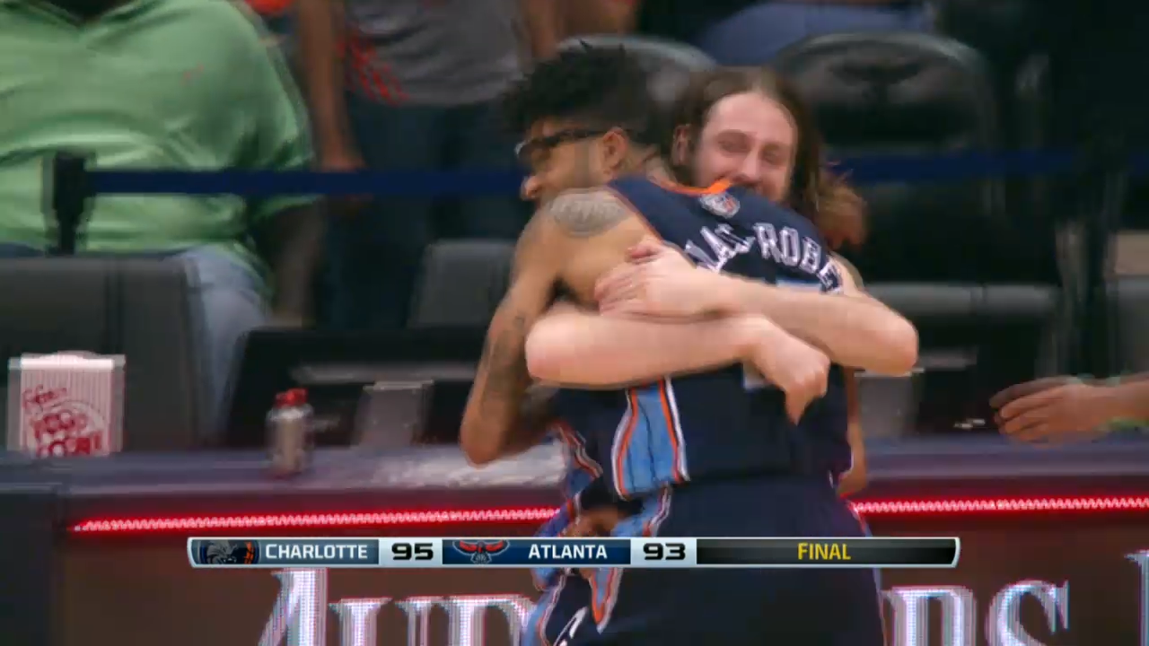 Chris Douglas-Roberts hits buzzer-beater to top Hawks