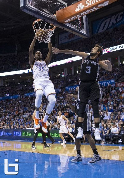 Kevin Durant dunks on Marco Belinelli (why did Marco try to block it?)