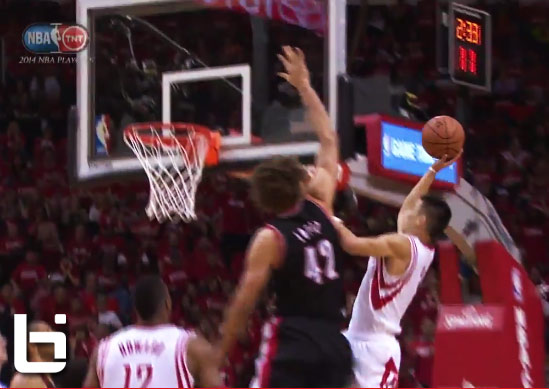 Robin Lopez rejects Jeremy Lin's layup