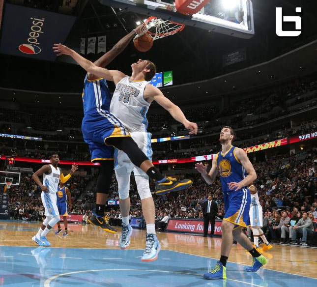 Marreese Speights Posterizes Mozgov
