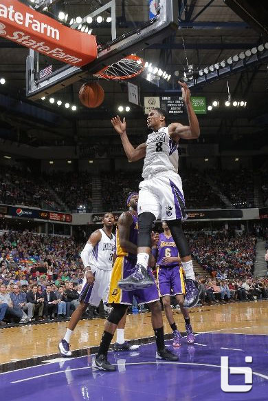 Rudy Gay (31pts) throws down the double-pump dunk vs the Lakers