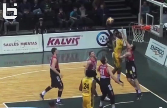 Travis Leslie with the poster dunk on Steponą Babrauską (DeMarcus Cousins flashback)
