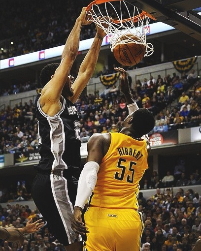 Tim Duncan dunks on Hibbert & the Spurs win their 18th straight game