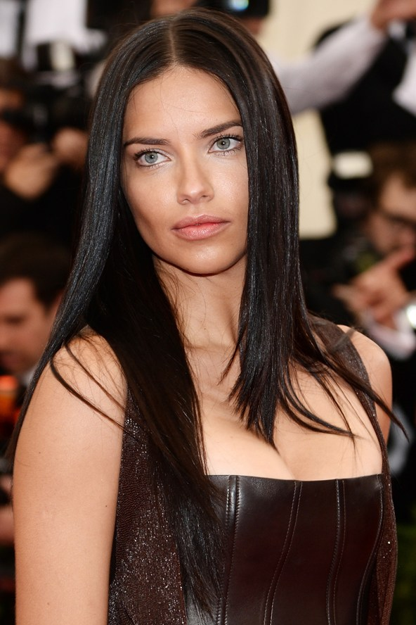 Adriana-Lima-Vogue-6may14-Getty_b_592x888