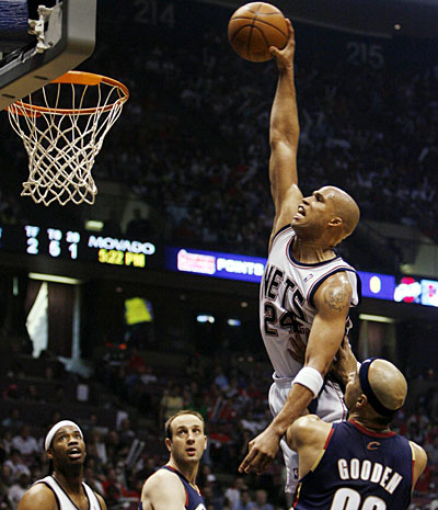 Richard-Jefferson-dunking-as-a-Net