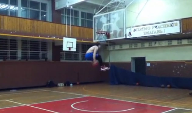 5'9 18 year old does an insane under both legs dunk!