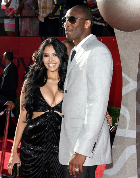 Kobe-Bryant-Vanessa-cleavage-at-Espys