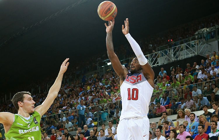 Best crossovers/dunks/blocks from USA's win over Slovenia