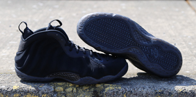 Nike-Air-Foamposite-One-BLACK-SUEDE-2