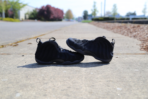 nike-air-foamposite-one-black-suede-sample-4