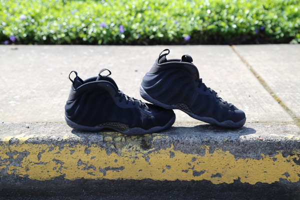 nike-air-foamposite-one-black-suede-sample-6