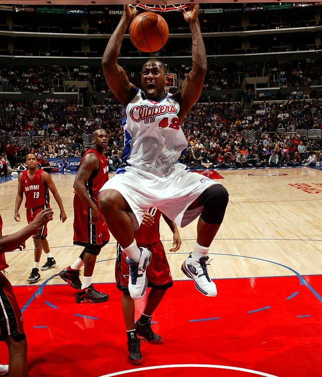 Elton Brand Resigns with Hawks | Remembering when he was a top 10 fantasy beast