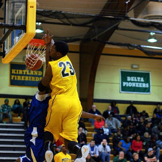 Flashback: Doug Anderson with the head at the rim poster dunk during his JUCO days!