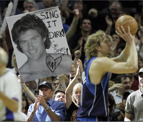 """Dirk Nowitzki continues to show love for David Hasselhoff by performing """"Looking for Freedom"""""""
