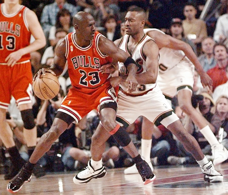 1991: Hersey Hawkins scores 30 vs MJ & the Bulls