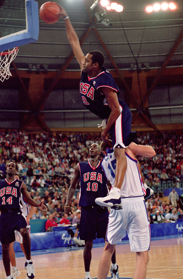 Vince-Carter-Dunk-on-Frederic-Weis1