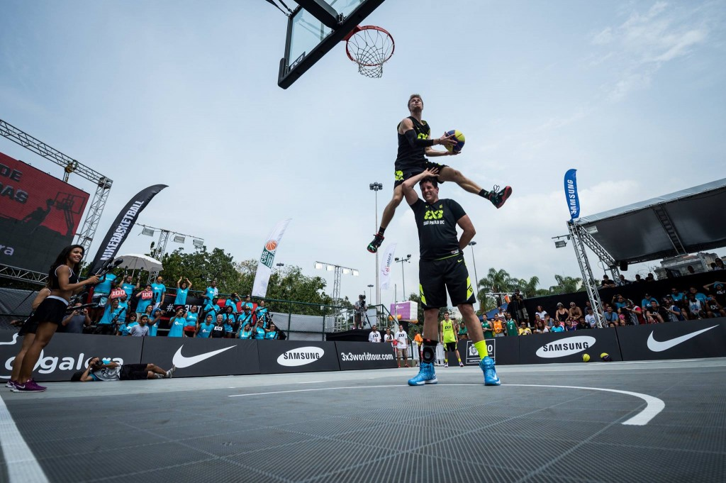 The Lipek Takeover continues: 540 dunk at Oi Galera dunk contest in Rio