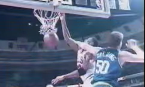 Throwback: Scottie Pippen Posterizing some guy named Greg Dreiling