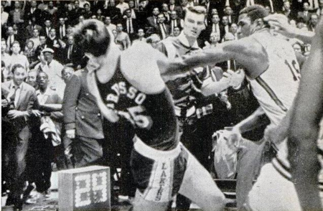 Rare footage of Willis Reed fighting the entire LA Lakers bench in 1966