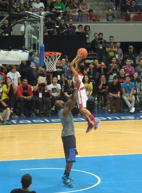 Kobe Not That One Dunks By Lebron James In The Philippines Ballislife Com