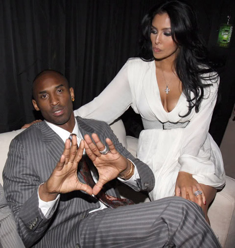 kobe-throwing-up-the-roc